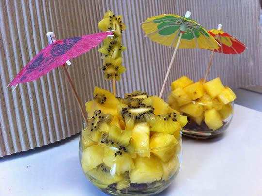 Frühstück: Torte im Glas. Medjool, Goldkiwi, Ananas