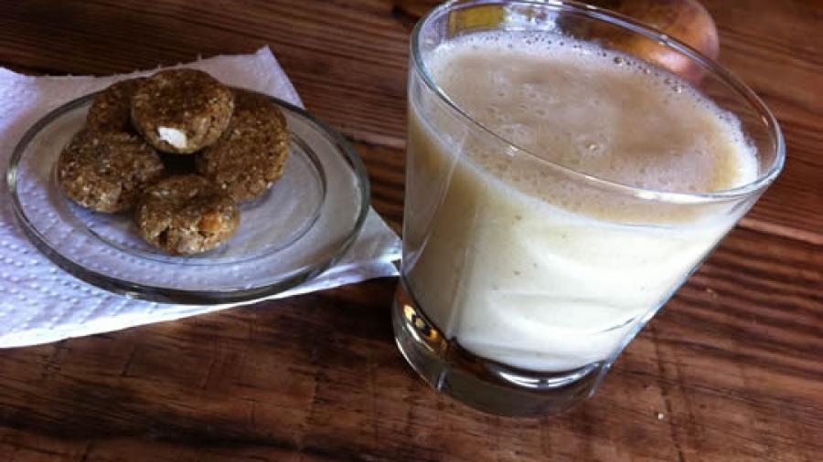 Bananenmilch - roh, vegan, 100% Frucht - schmeckt mit oder ohne (rohe!) Kekse