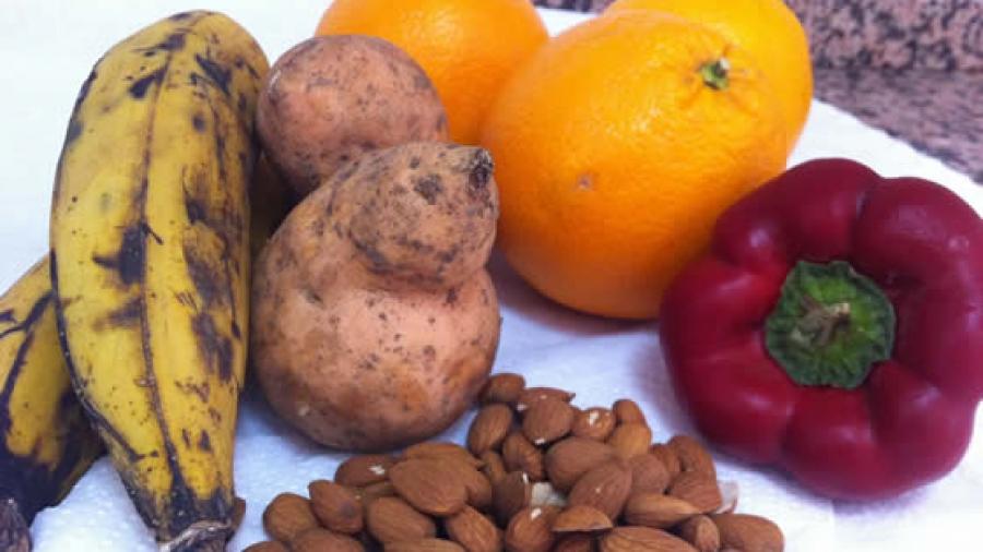 Unterwegs von 12 bis 12 mit Kochbananen, Süßkartoffel, Paprika und Mandeln.