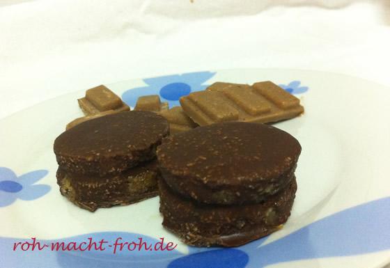Marzipan-Kekse, doppelschichtig, mit Schoko-Creme-Füllung und Schoko-Überzug