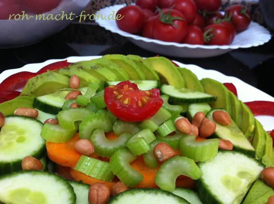 Gurke, Möhre, Sellerie, Tomate und Erdnüsse