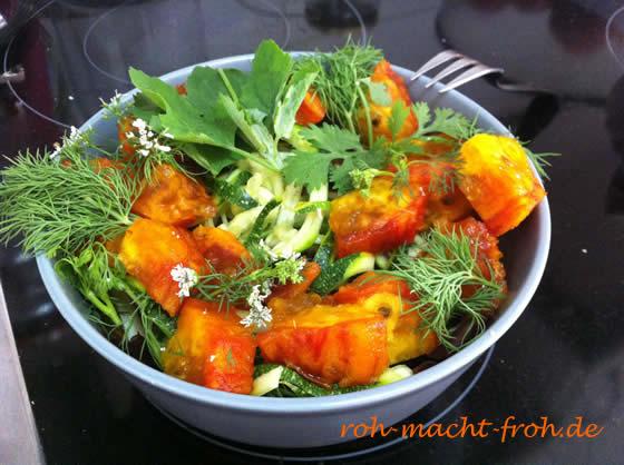 Zucchini-Pasta mit Kaktusfeigen und Kräutern - sooo lecker!