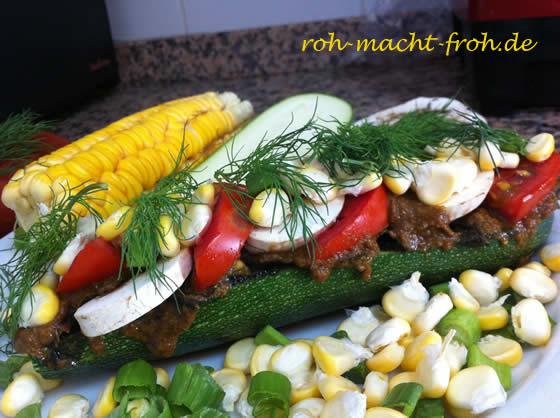 Zucchini-Croque mit Tomaten, Champignons, Mais und Kräutern - lecker, aber etwas schwierig zu essen ;)