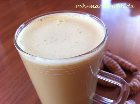 Golden Milk ... aus frischer Kokosnuss und Kurkuma