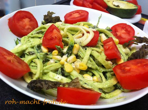 Zucchini-Pasta mit Kräuter-Sauce