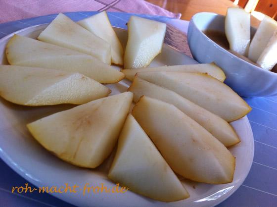Birnenfrühstück mit Mandel-Dattel-Creme
