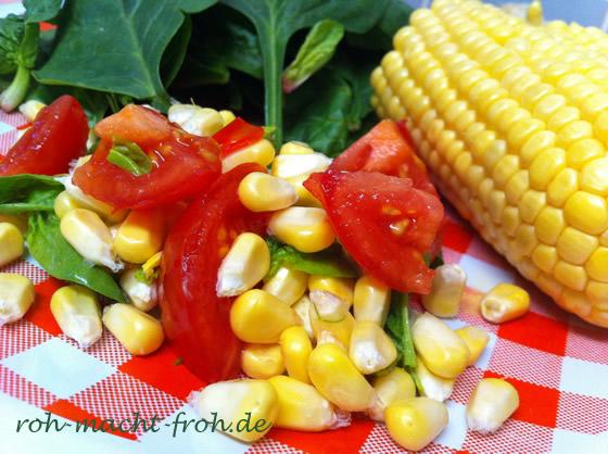 Leuchtende Farben auf dem Teller: Mais, Tomate, Spinat