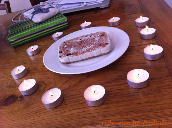 12 Kerzen und eine kleine, aber üppige Torte